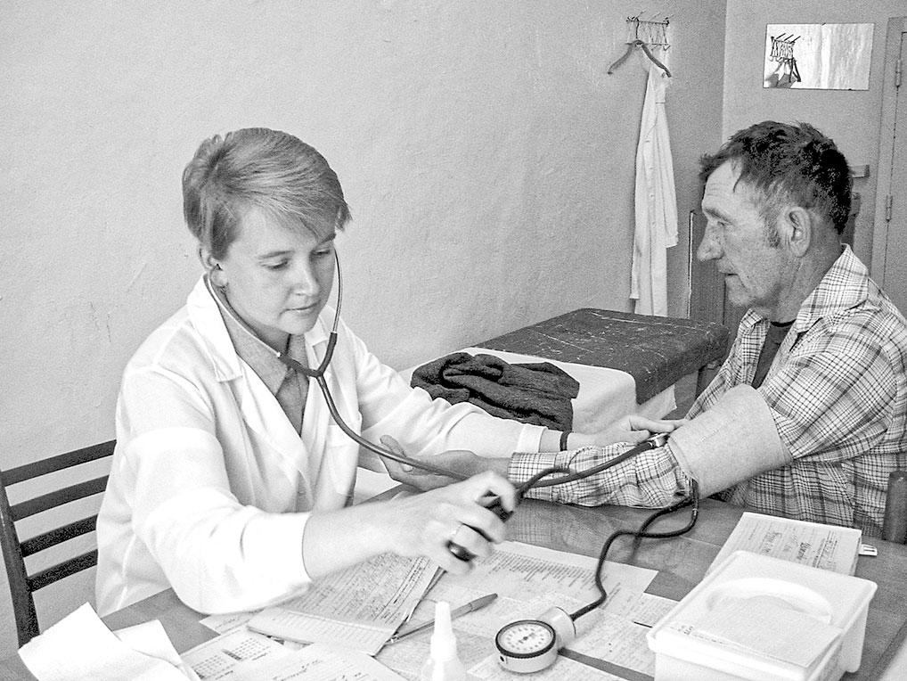Прием ведет врач-терапевт С.А. Васильева, 2002 год.