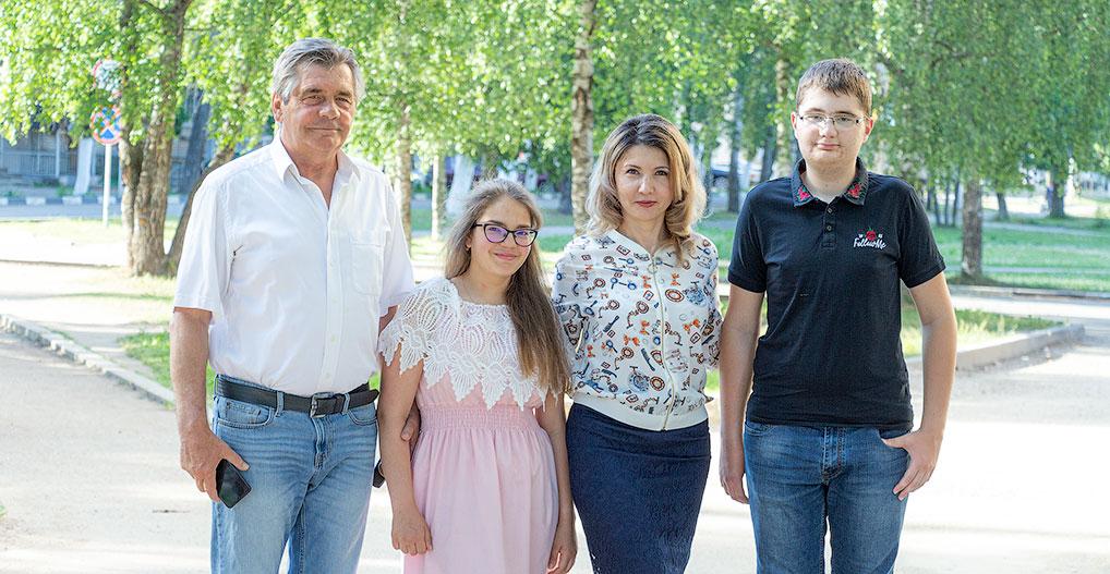 Быть вместе и помогать друг другу - так принято в большой и дружной семье Васюковых.