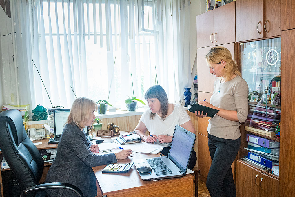 Совещание с зам. главного бухгалтера Еленой Калимановой и менеджером отдела кадров Светланой Потаповой.