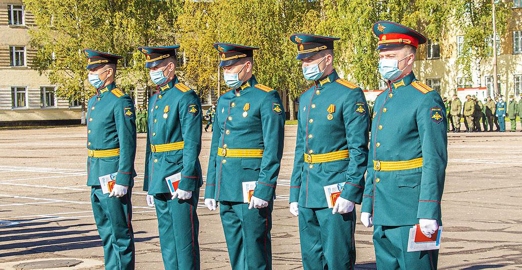 Выпускники военных вузов 2020 года, прибывшие для несения службы в наше ракетное соединение.