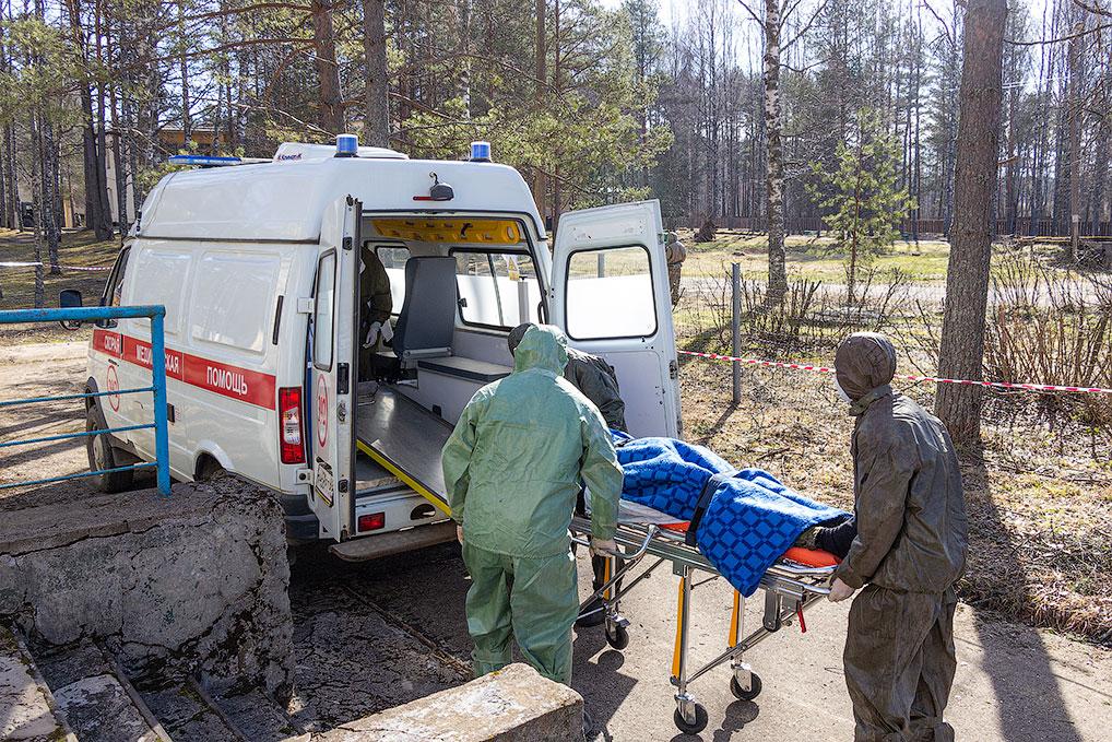 Транспортировка больного из инфекционного отделения в специализированную клинику в Тверь.