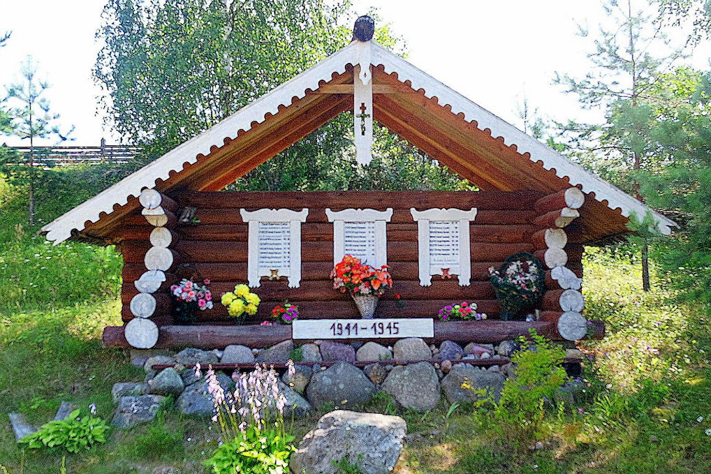 Деревня Нарачино. Мемориал жителям, не вернувшимся с Великой Отечественной войны.