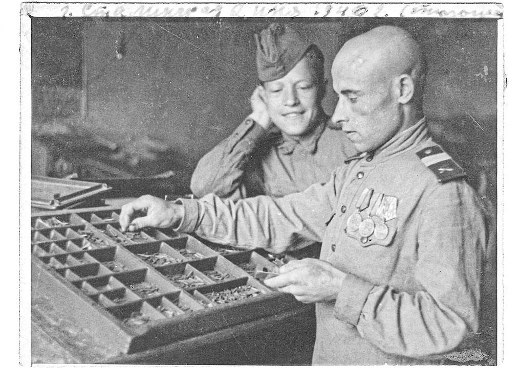 """Наградной лист от 2 марта 1945 года: """"Товарищ Герасименко один из дисциплинированных и исполнительных бойцов. Смел и решителен.… 5.02.45 года от обстрела и бомбежки вражеских самолетов загорелся штабель с боеприпасами. С каждой минутой ожидался взрыв, от которого бы пострадал весь склад. Товарищ Герасименко смело, рискуя жизнью, принял активное участие в тушении очага пожара… несмотря на то, что обстрел с воздуха продолжался. Обгоревший от огня, он ушел только тогда, когда все было устранено. Удостоен правительственной награды медали """"За отвагу"""". Тогда после полученных травм и сильнейших ожогов красноармеец Герасименко не смог продолжить воевать в качестве стрелка 134-й стрелковой Вердинской дивизии, но продолжал находиться в эпицентре боев. Только теперь его задачей было осветить сражения и победы советских солдат на страницах газеты и оперативных листовок. И здесь он не щадил себя и без остатка отдавался правому делу."""
