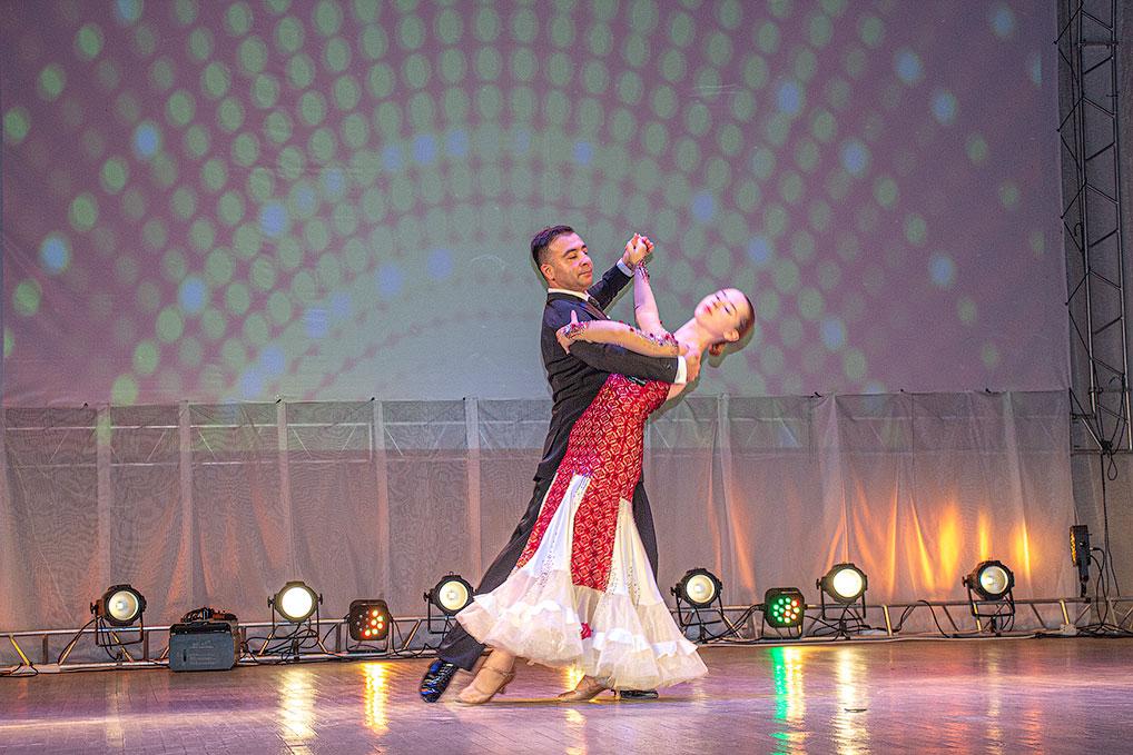 Подарком для педагогов стал концерт, подготовленный сотрудеиками ДК и ДШИ.